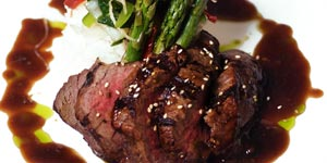 Grilled filet mignon with asparagus