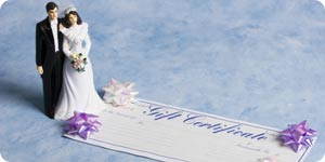 Bride and groom with gift certificate